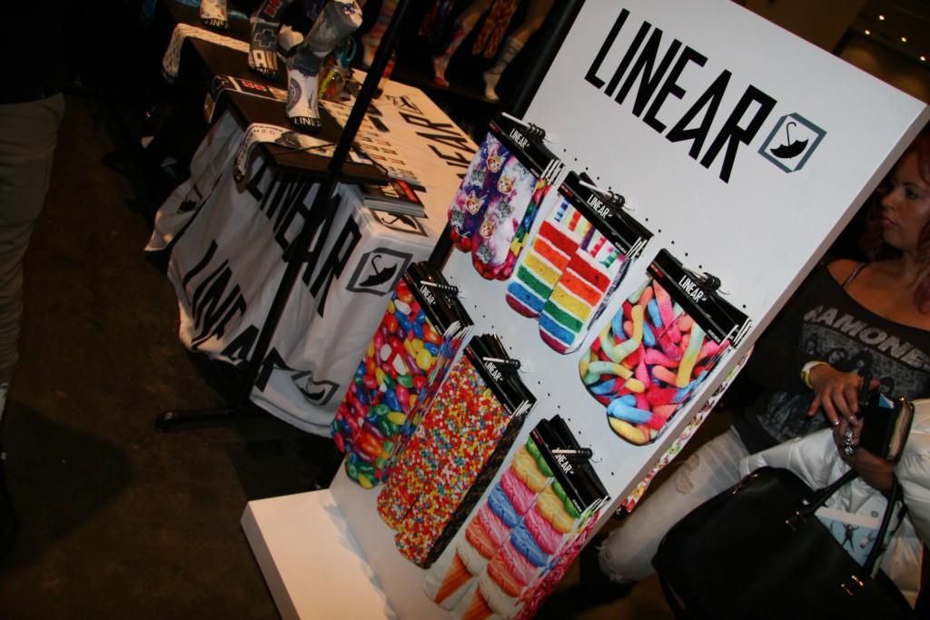 linear socks