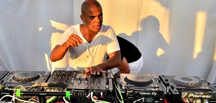 Erick Morillo spins Freeport